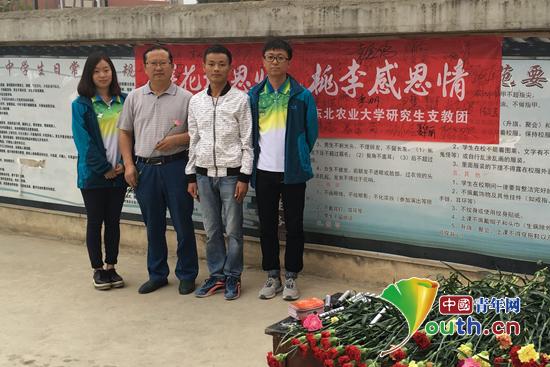教师节东北农大研支团开展献花活动谢师恩_大学生志愿