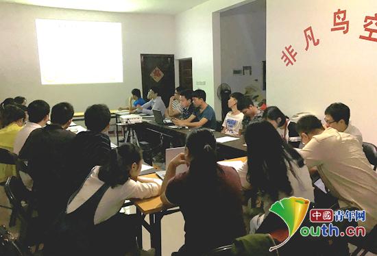 凤山县志愿者开展助学培训助贫困学子圆读书梦