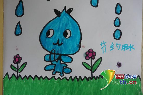 图为孩子们的绘画作品展示