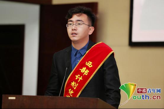 辽宁大学研支团成员石远东和同学们分享他眼中的大美新疆。王卓鹏 供图