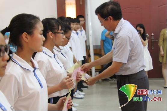 广西大学校领导带队慰问研究生支教团成员图片