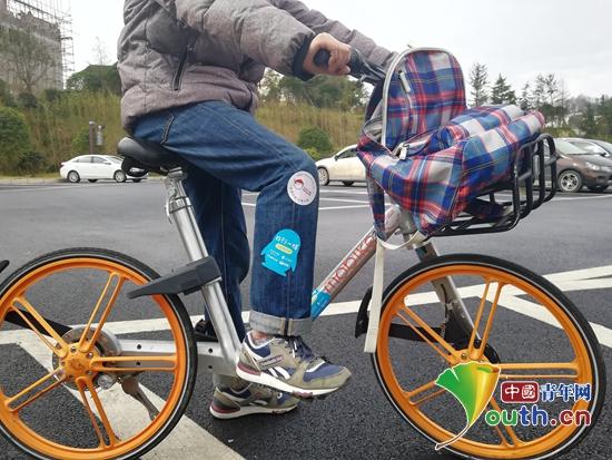 """合肥工业大学研支团参加""""日行一膳""""公益骑行活动为孩子们争取免费午餐。"""