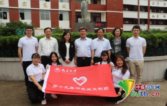 南昌大学党委副书记黄恩华赴瑞金看望研支团图片