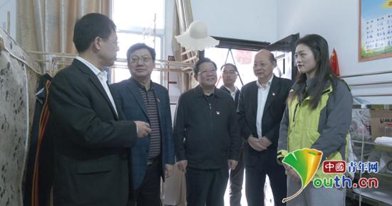 武汉理工大学党委书记赴后坪镇看望研支团