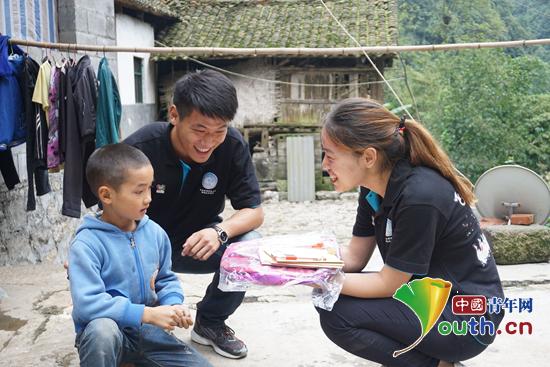 华北水利水电大学研支团成员在安龙县笃山镇王院村和万家店村开展