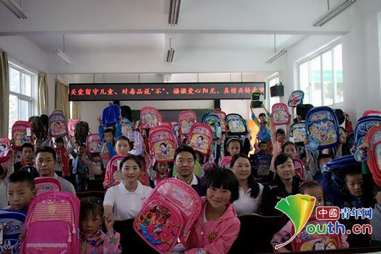 留守儿童的关爱表示感谢,六年级一班的学生代表毛韦欢作为学生代表