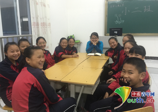 东北农业大学研究生支教团在龙里县开启新学期首次课程.图为研支团图片