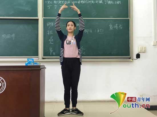 中南民大研支团举行微课堂暨板书设计大赛