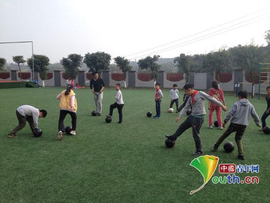 山东师大支教团建足球队促小学生全面发展图片