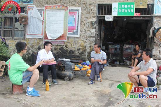 服务队成员深入水龙乡科寨村开展探访调查.-武汉理工支教团走进