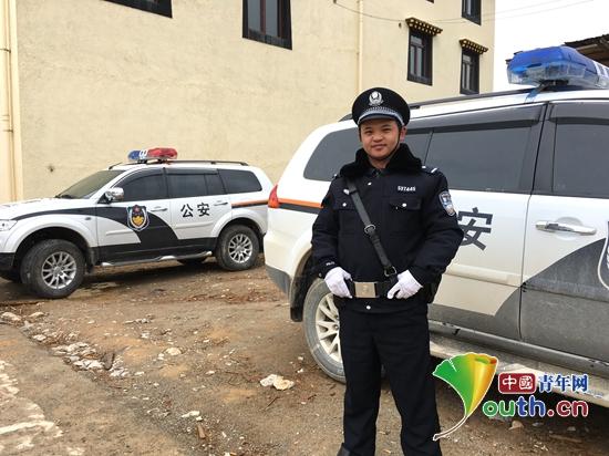 图为正在执勤的服务于迪庆州森林公安局的2016年西部计划志愿者袁华为。袁华为 供图