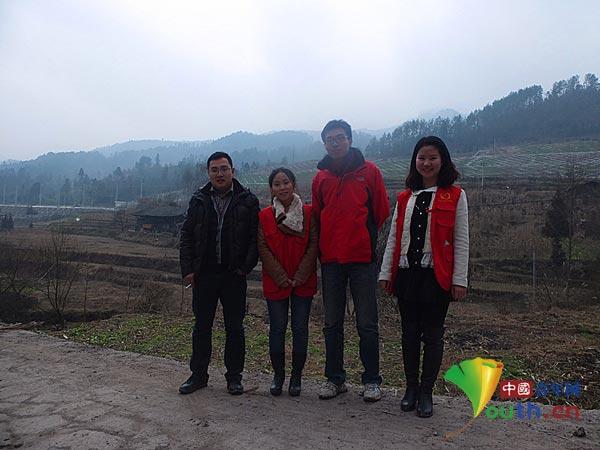夏毅和/在家庭成员与爱心人士夏毅和李国洋在一起