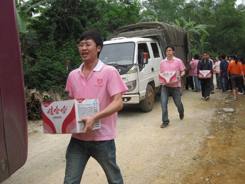 拒旱魔 龙州县青年志愿者服务队在行动 西部计划