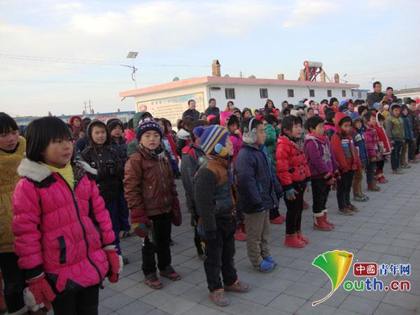 天津工大支教团捐赠过冬物资情暖玉门图片