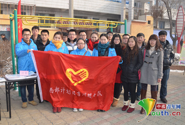 昌吉州志愿者启动社区学雷锋服务活动