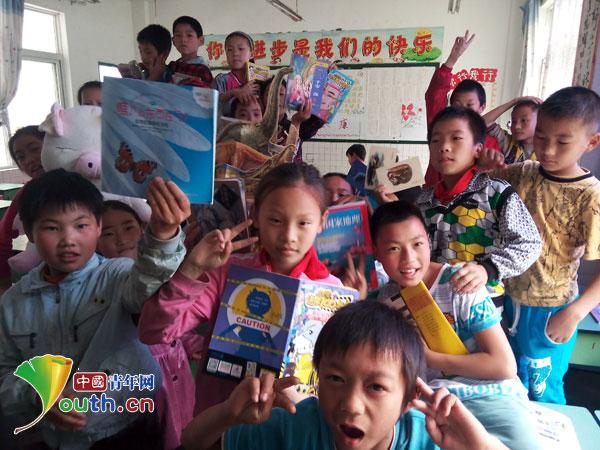 在社会的关爱中留守儿童健康快乐地成长.