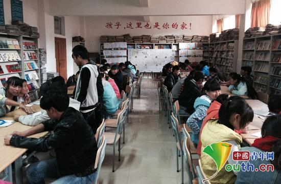 哈工大研究生支教团来到小凉山想尽办法为这里的孩子提供帮助。