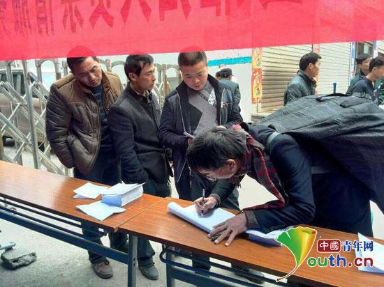 思南美丽的故乡歌谱-贵州思南县团委志愿者倾情服务雁归人员
