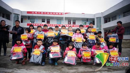 本禹希望小学举办开学典礼表彰优秀学生