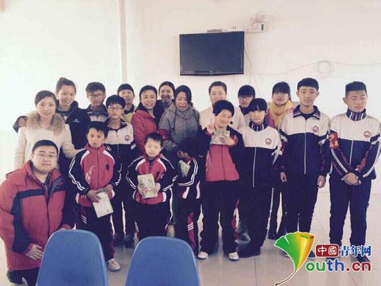 东北林业大学支教团内蒙古宝龙山中学分队成员与科左中旗特殊教育学