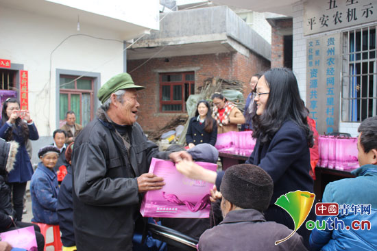 南京理工大学第十六届研究生支教团探访孤寡老人并给他们带去生活慰