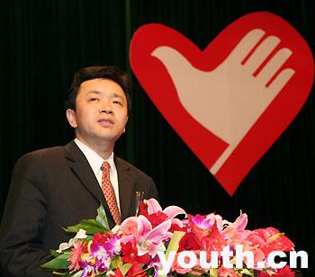杨岳说,报告团的志愿者是千千万万到西部基层工作的大学毕业生的优秀