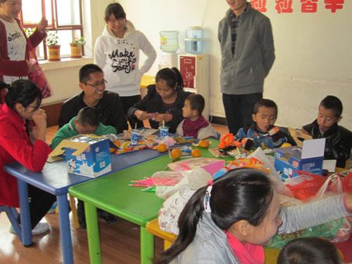 焉耆县助残队开展关爱聋哑儿童活动