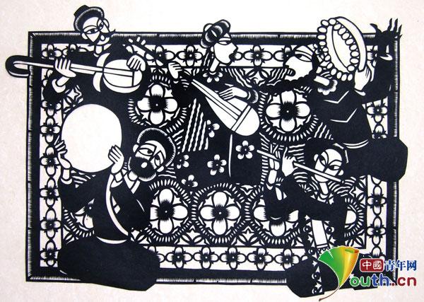 从2004年至今,他创作的国画,剪纸,连环画《窑火正红》,《木卡姆》