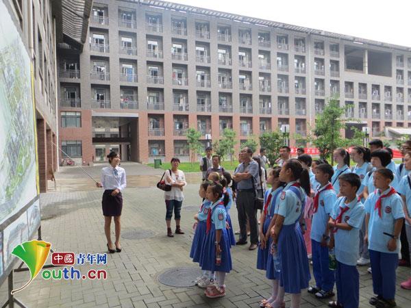 洋县马畅中小学师生参观西建大草堂校区