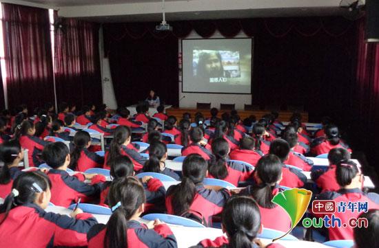 东北农业大学研究生支教团在龙里县民族完全中学开展反邪教宣传活动图片