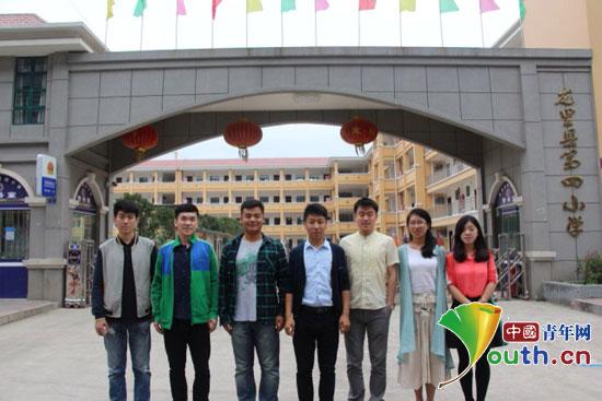 东北农业大学第十六届研究生支教团队员与第十七届队员在交流支教工