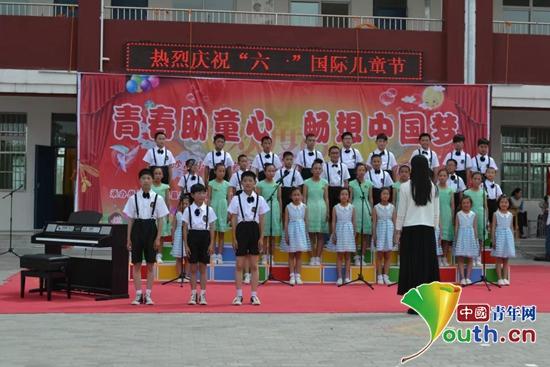 """宁夏医科大学团委与高沙窝中心小学联合举办庆""""六·一""""儿童节活动."""