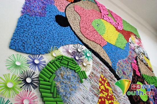 """一个月的课余时间精心设计制作了一面以""""多彩青春""""为主题的环保创意墙"""
