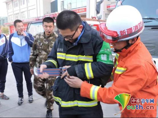 辽大研支团带领学生体验警营生活学习消防安全