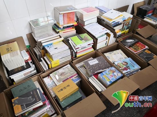 湖南大学研支团捐赠图书情暖瑶山
